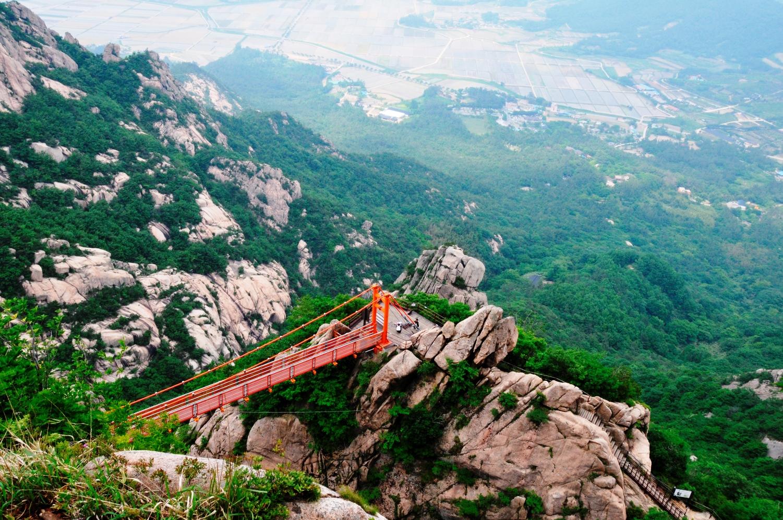 月出山の雲上の吊り橋はしっかりした鉄橋です(2日目)