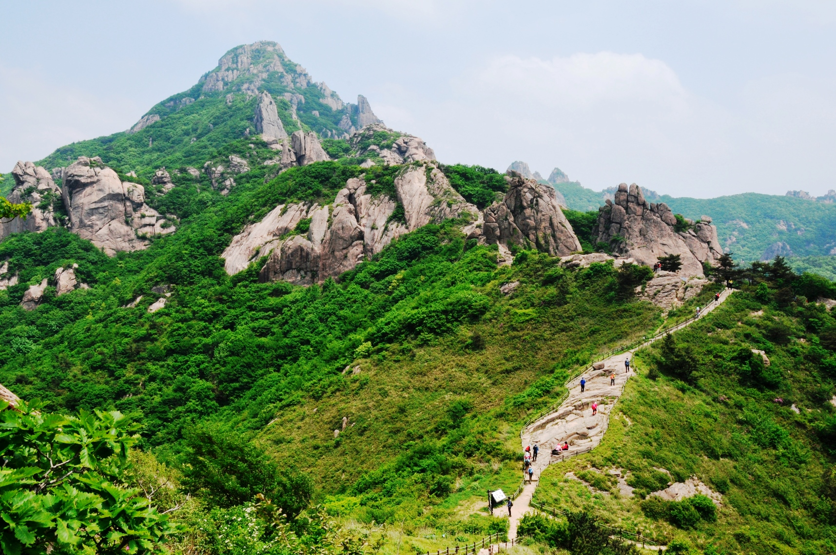 そびえる岩山・月出山(ウォルチュルサン)の独特の景観(2日目)