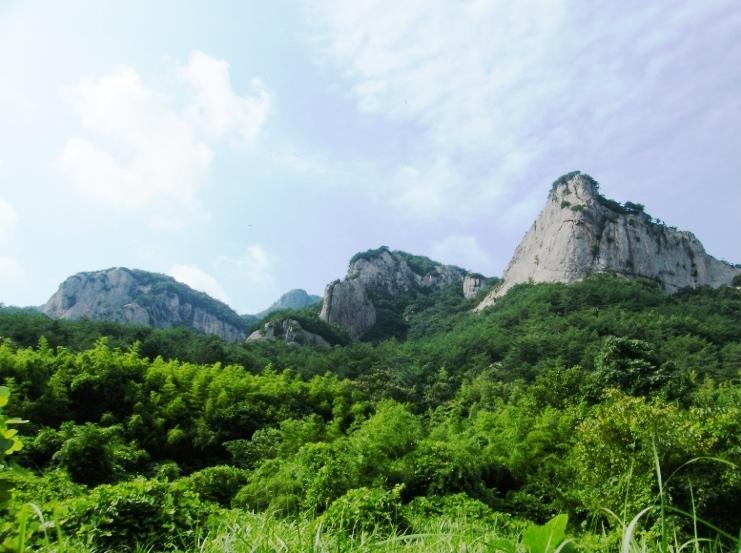 山麓から観音峰(424m)を望む(3日目)