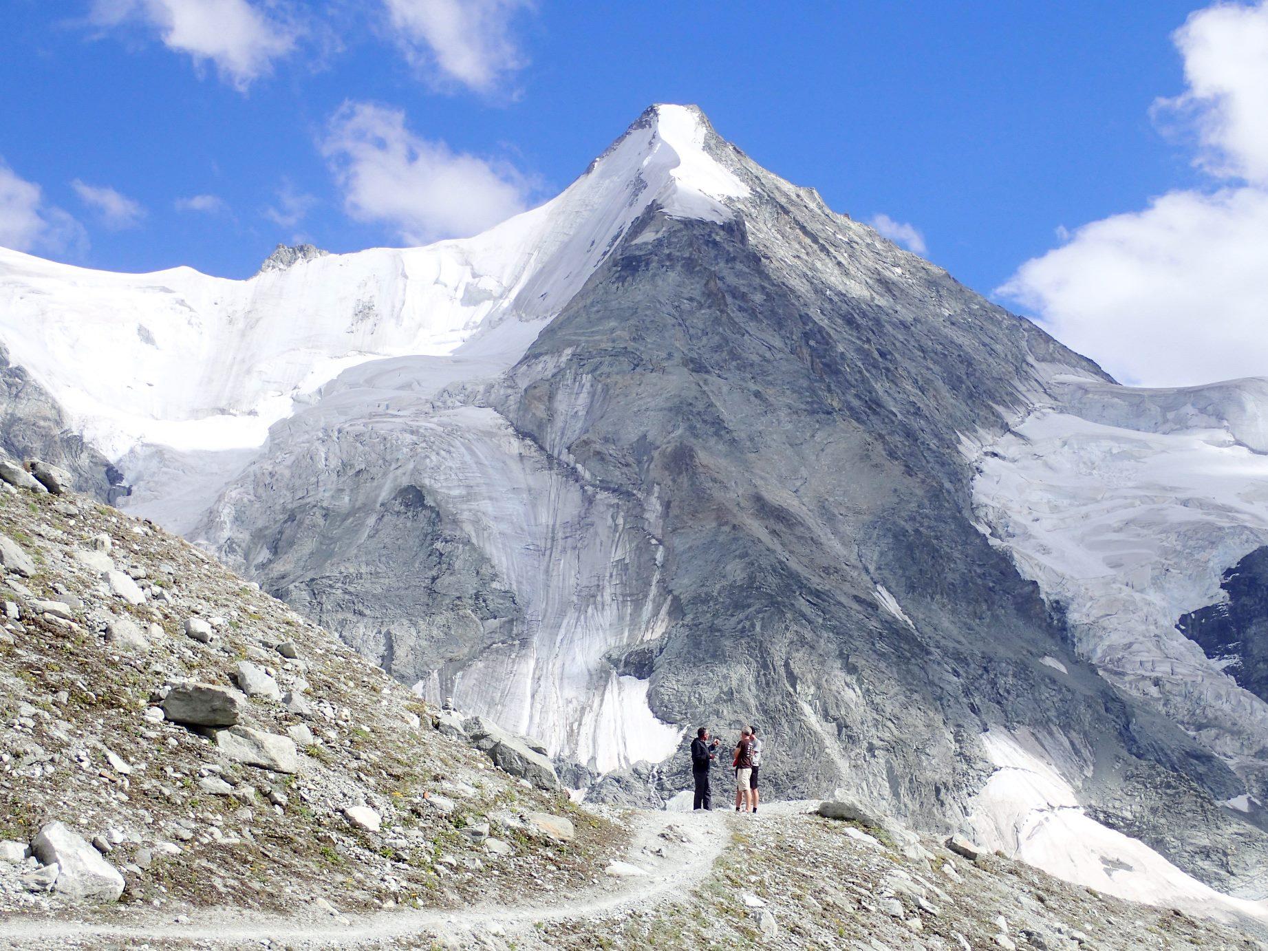 グラン・ムンテ小屋周辺からのオーバーガーベルホルン(4,063m)