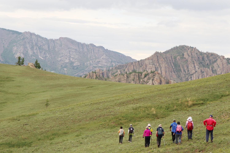 青い空、白い雲、大草原、いかにもモンゴル的な風景が広がる