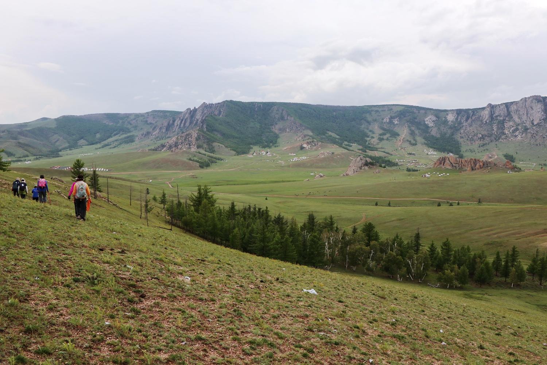 広い草原でのハイキングは快適