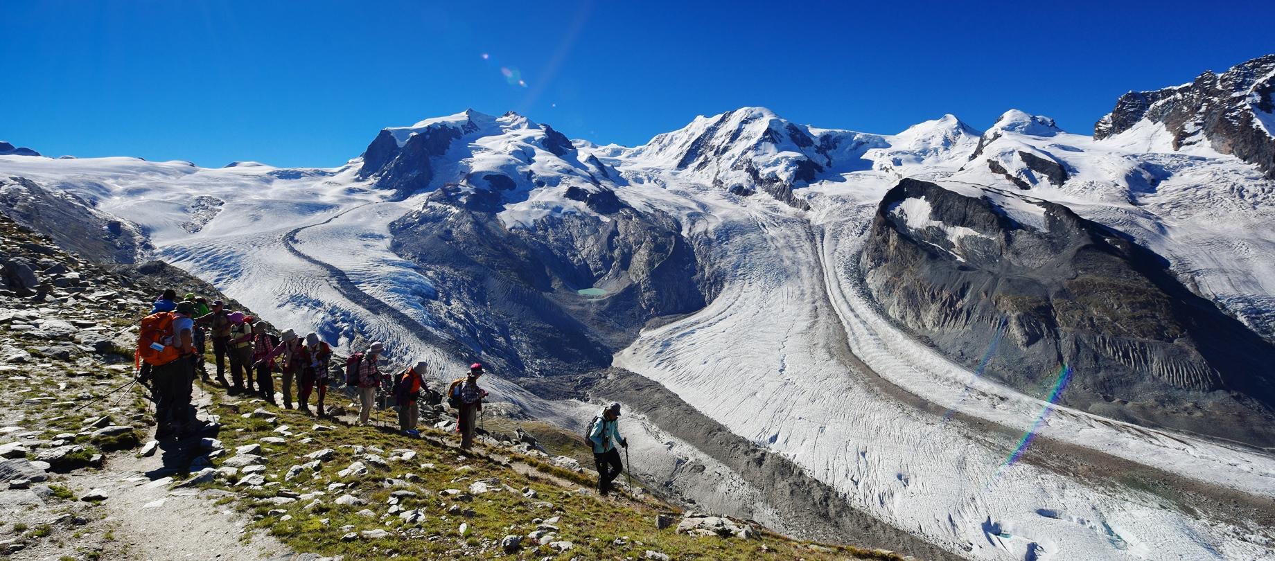 優美な曲線を描くゴルナー氷河をのぞむ(5日目)