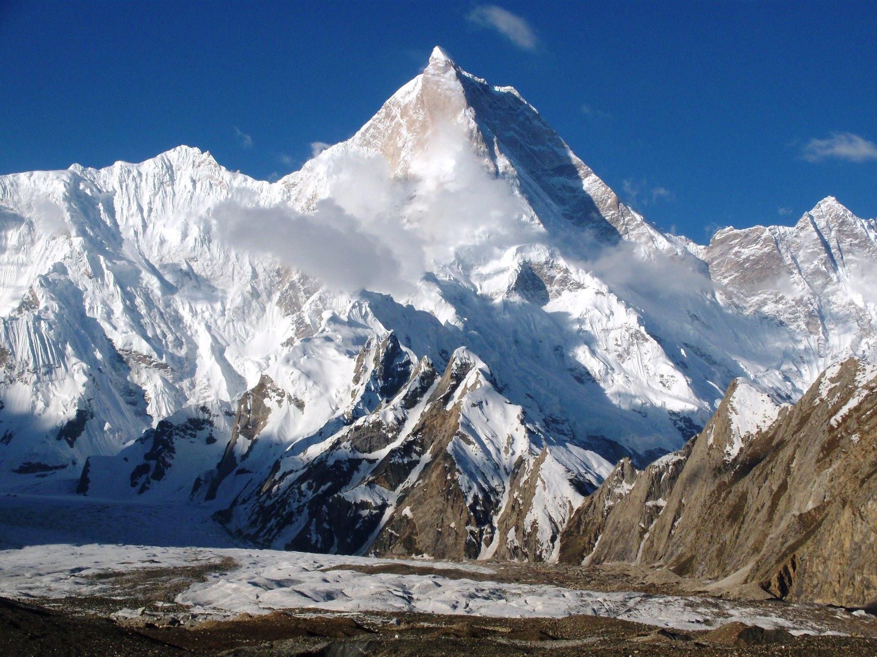 バルトロ氷河沿いからの名峰の数々①マッシャーブルム(7,821m)