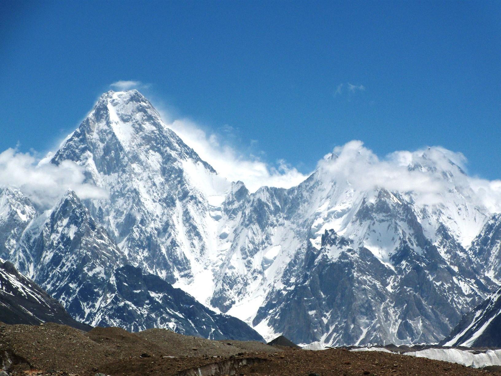 バルトロ氷河沿いからの名峰の数々③ガッシャーブルム4峰(7,952m)