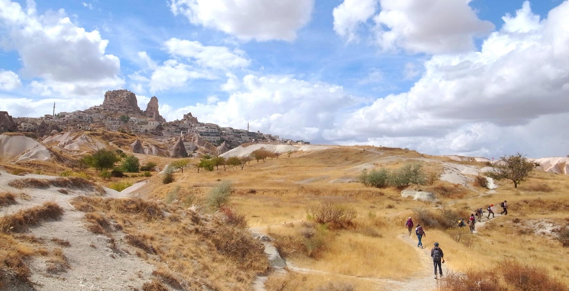 ウチヒサル城を左手にハイキング(5日目)