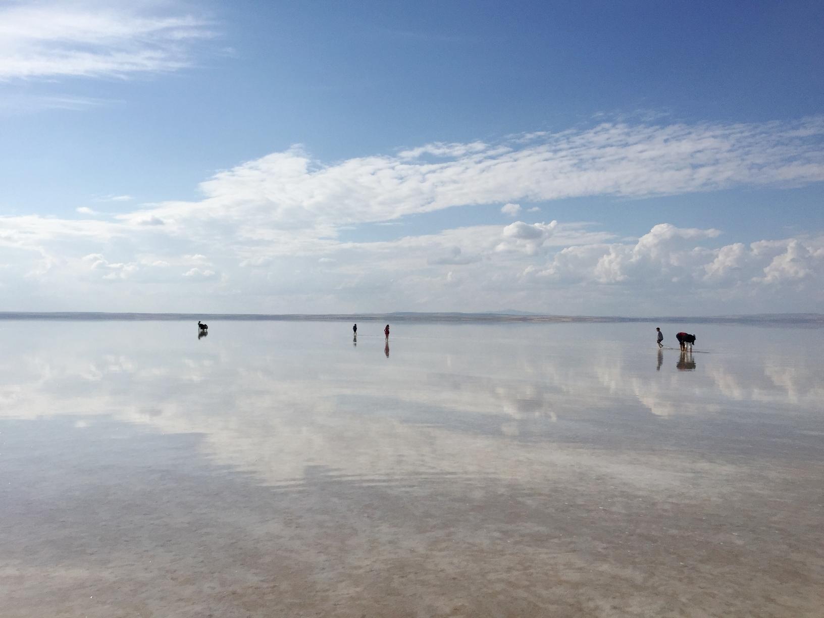 鏡状に水が張った美しいトゥズ塩湖(2日目)