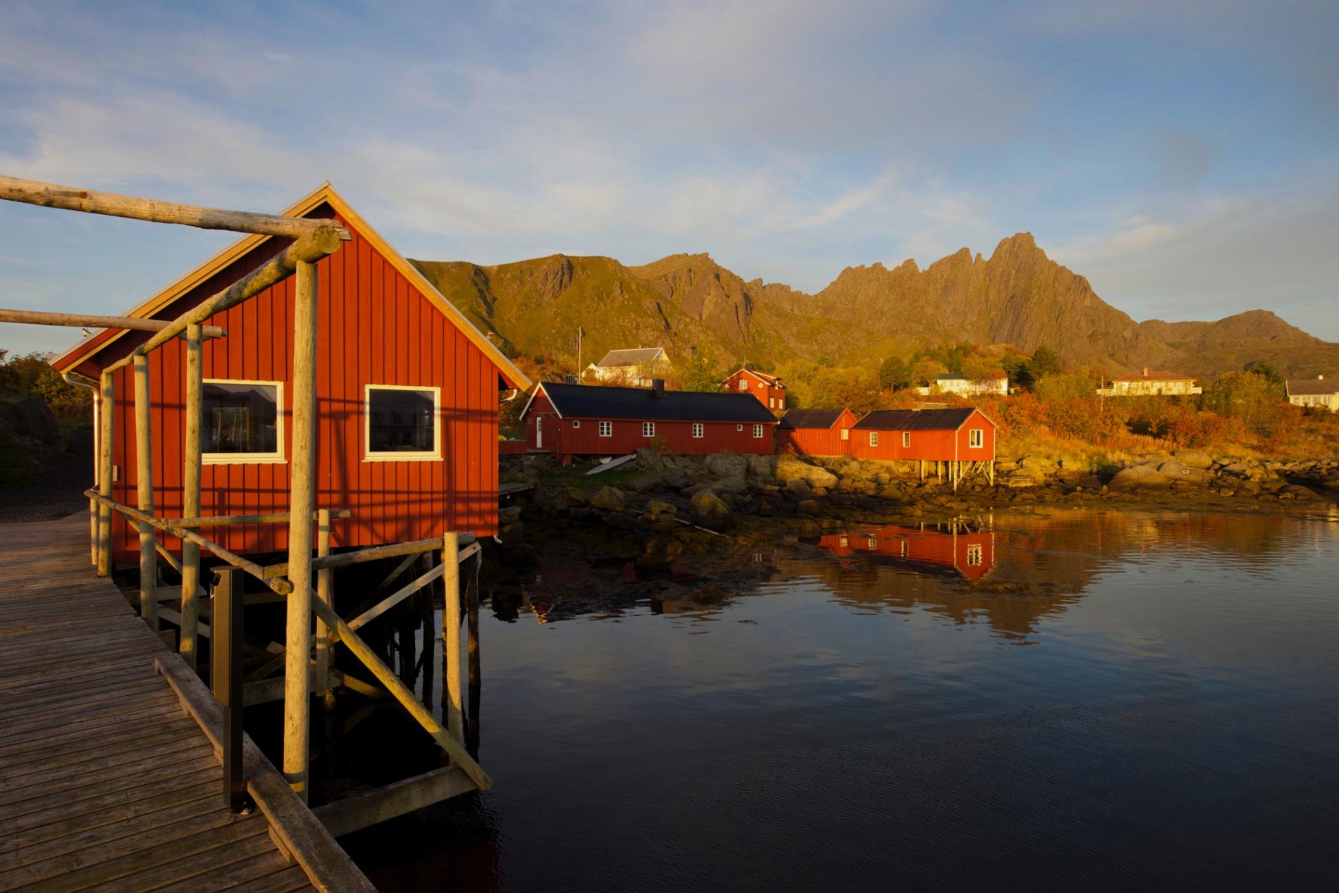 ひなびた漁村に建つロルブー