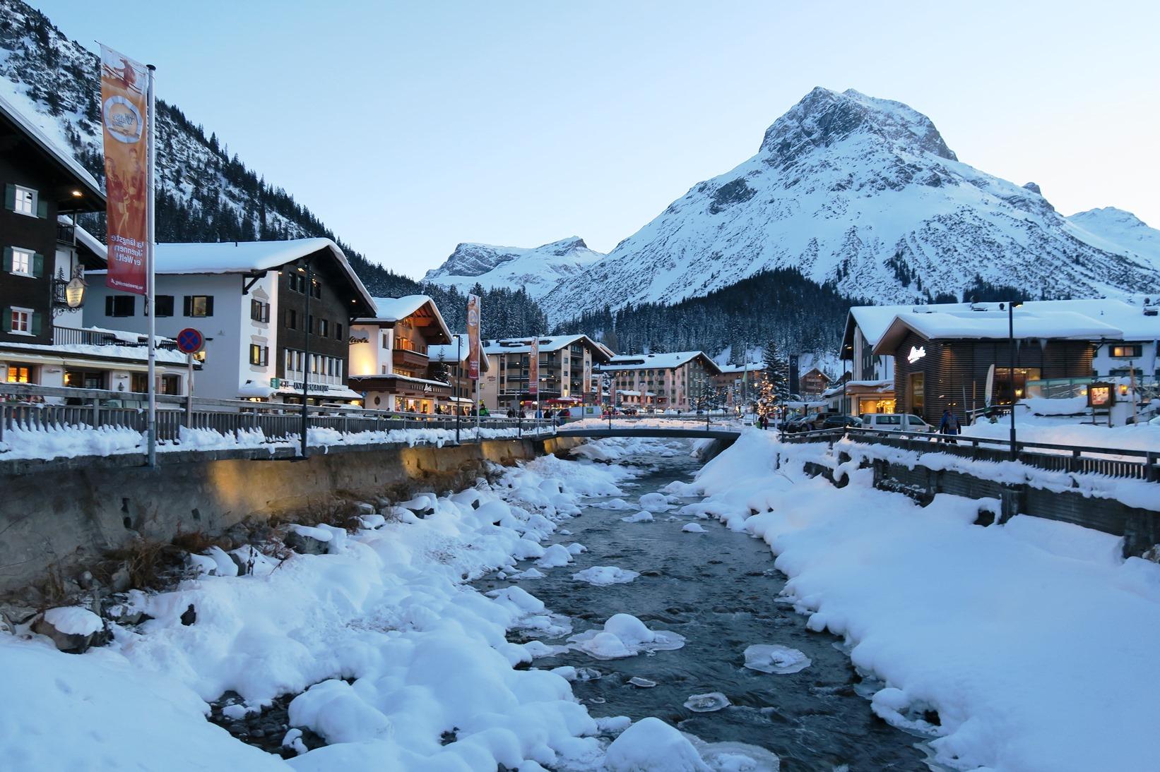 雪化粧したレッヒの街