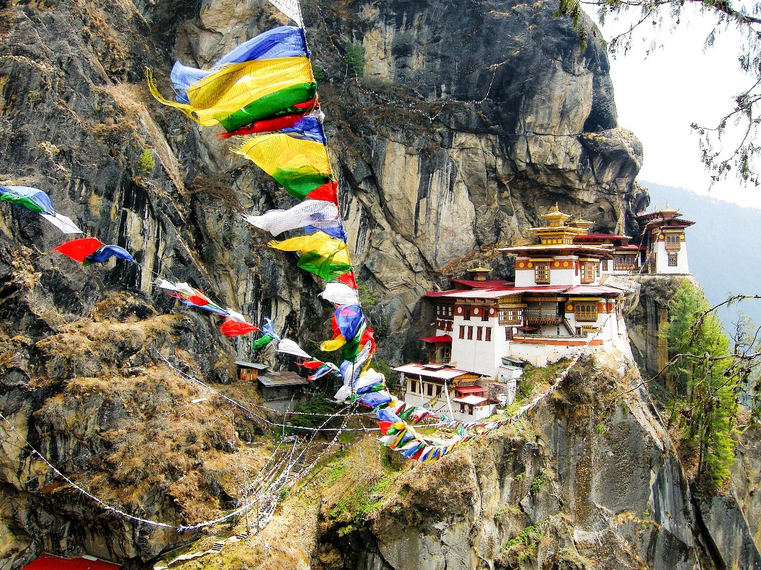 荘厳な雰囲気を持つタクツァン僧院
