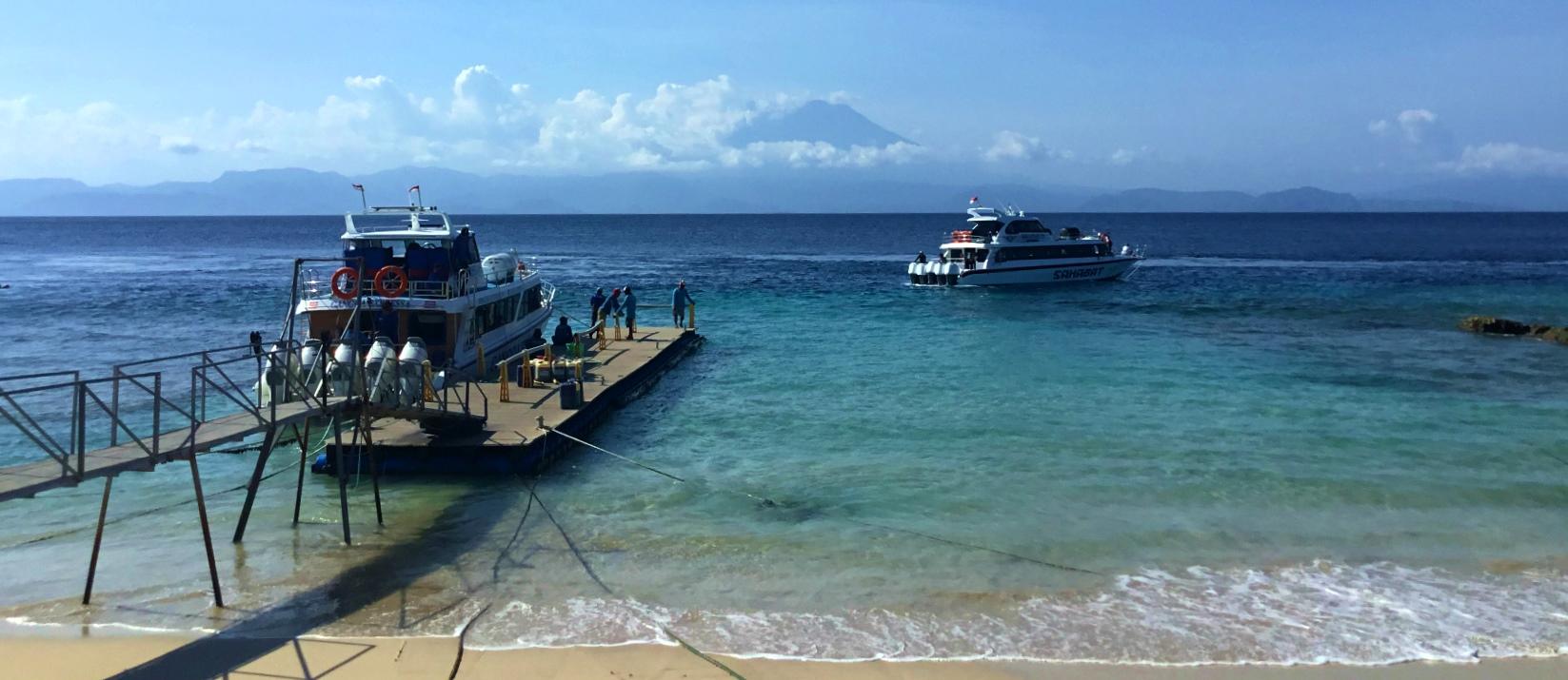 ペニダ島のサンパラン港からアグン山を望む(4日目)