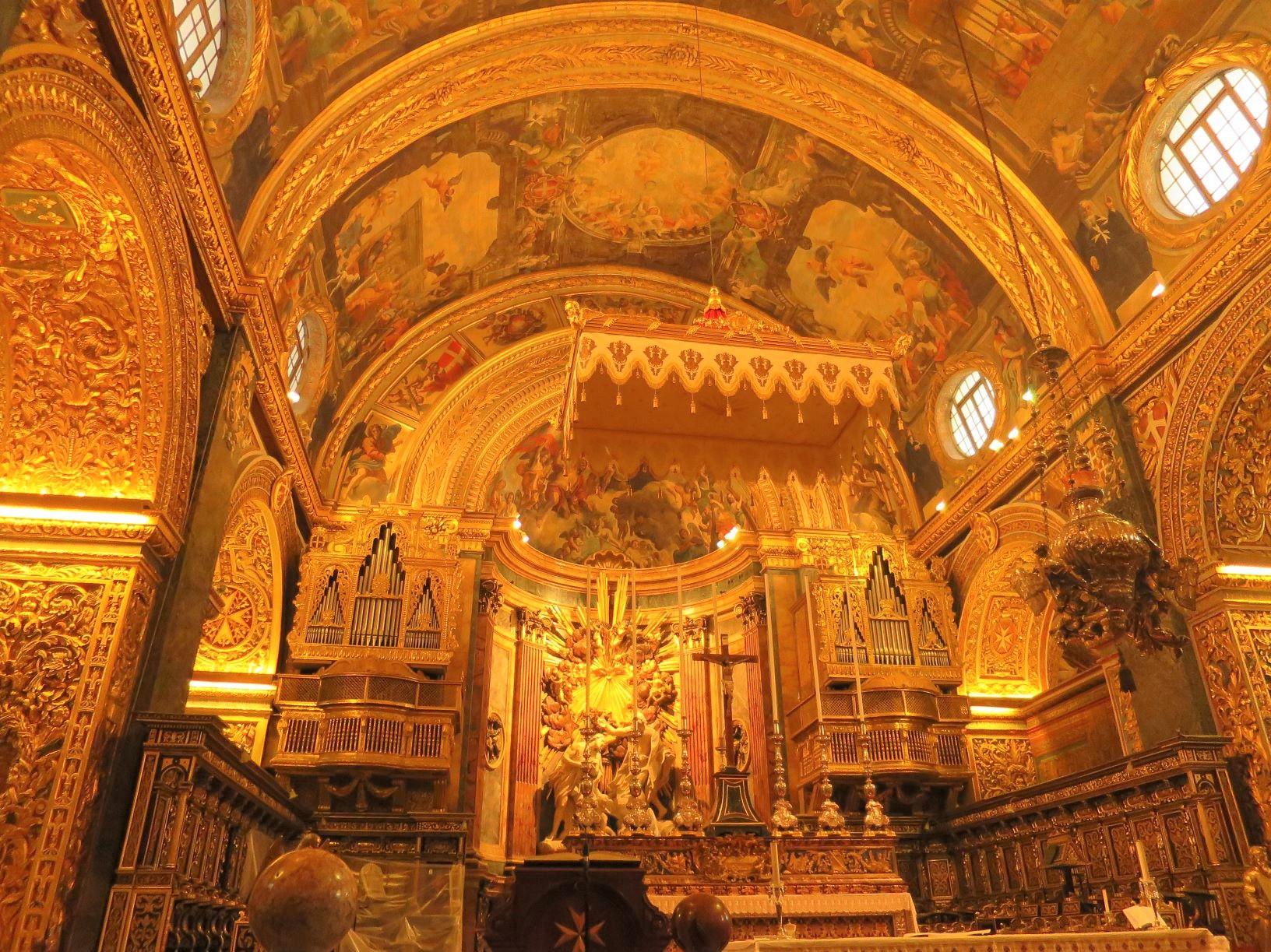 荘厳な聖ヨハネ大聖堂を見学(2日目)
