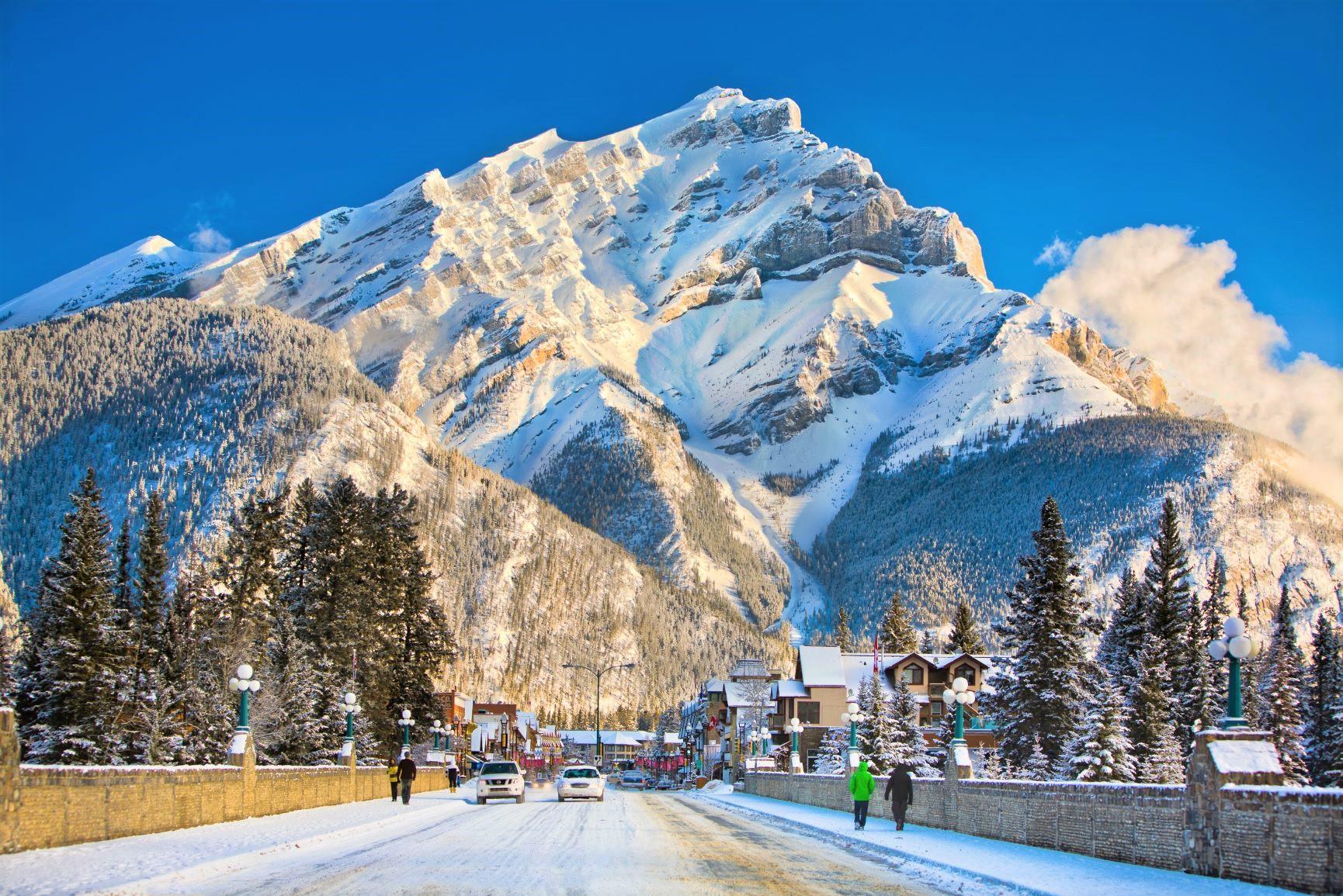 美しい冬のバンフの街並み