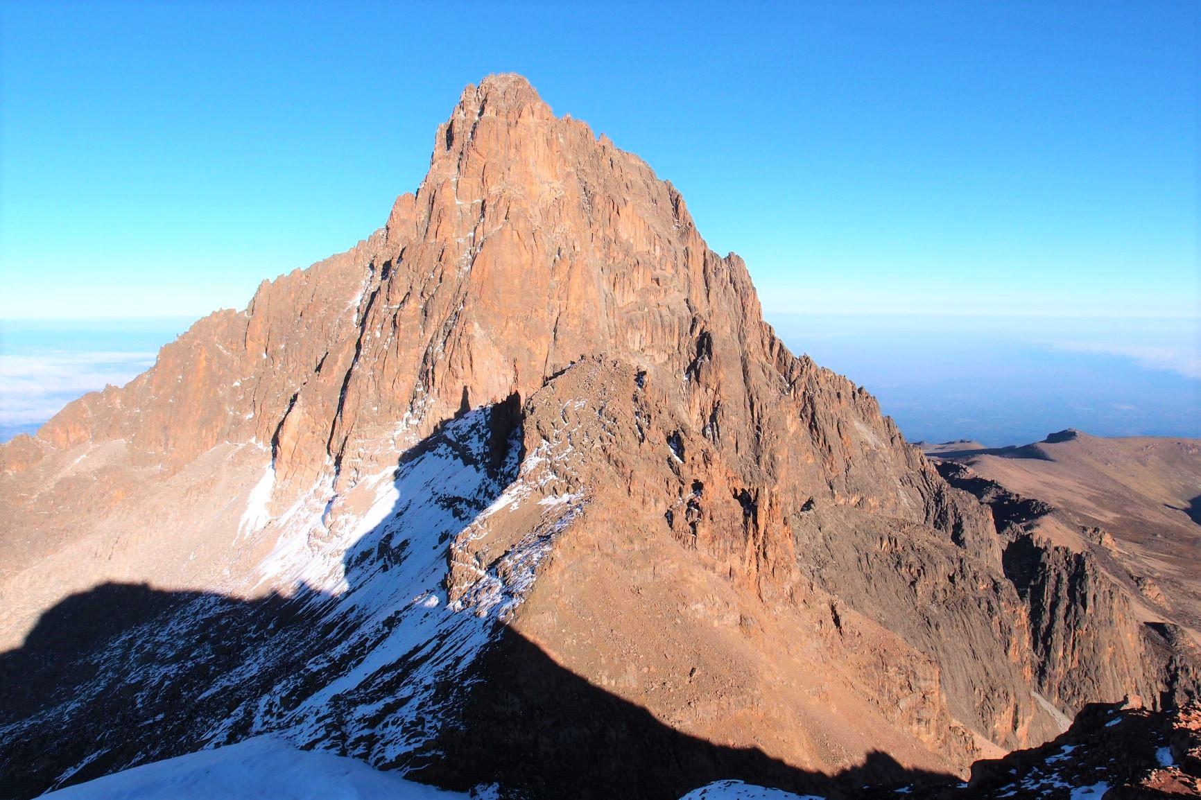山頂から望む朝のネリオン(5日目)
