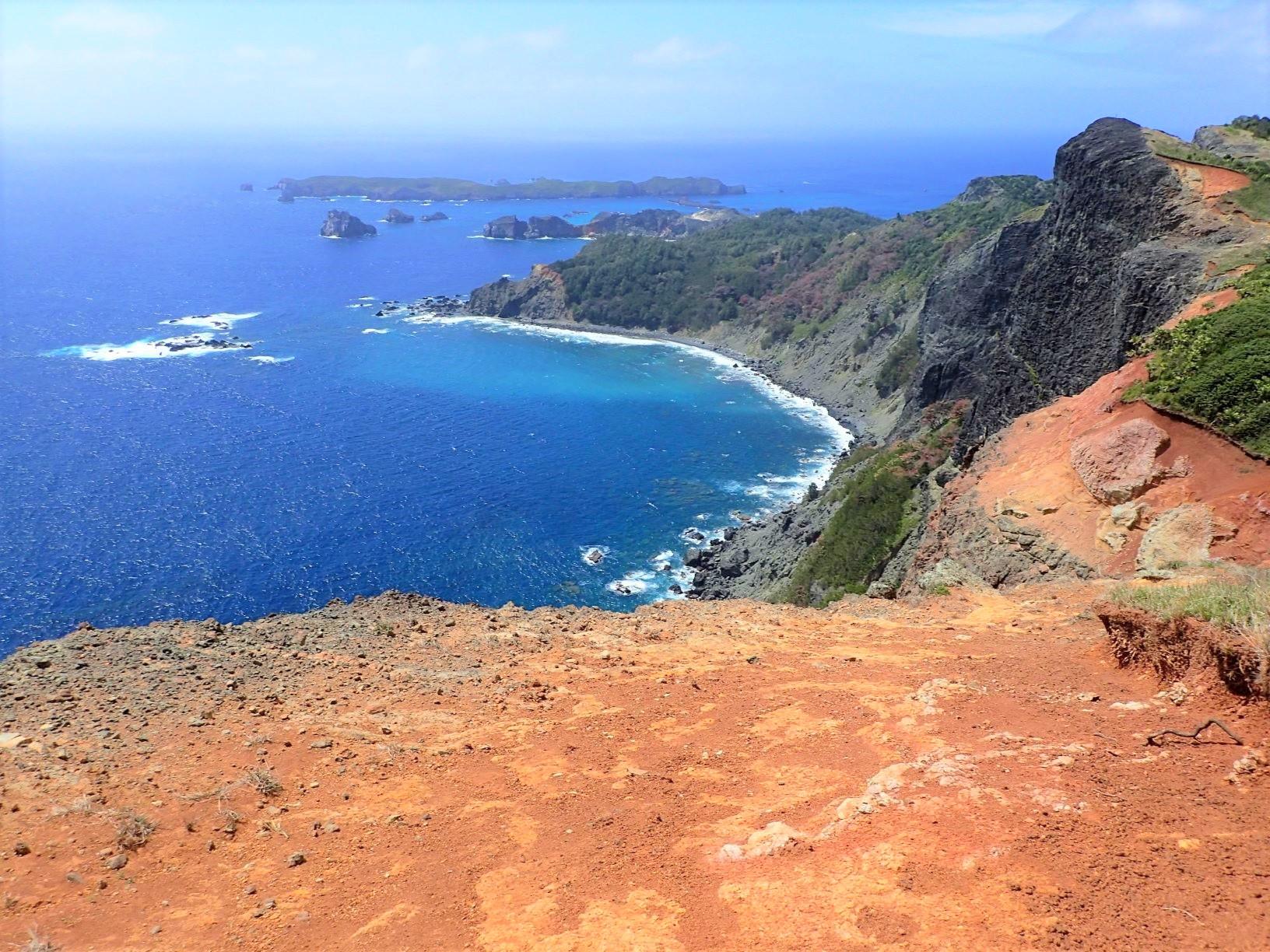 父島・千尋岩から見渡す大海原