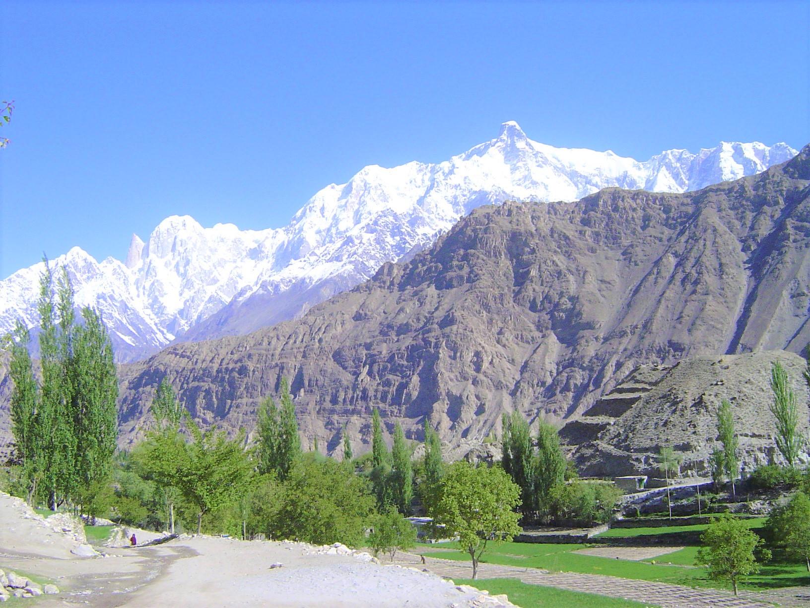 ホーパル村からの姿をかえたウルタルⅡ峰(7,388m)