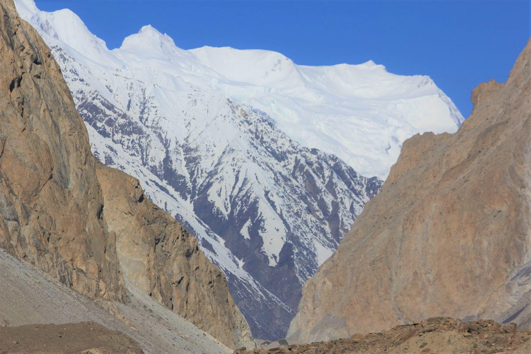 Ⅰ峰からⅣ峰まで峰が連なるバツーラ山群の主峰バツーラⅠ峰(7,795m)
