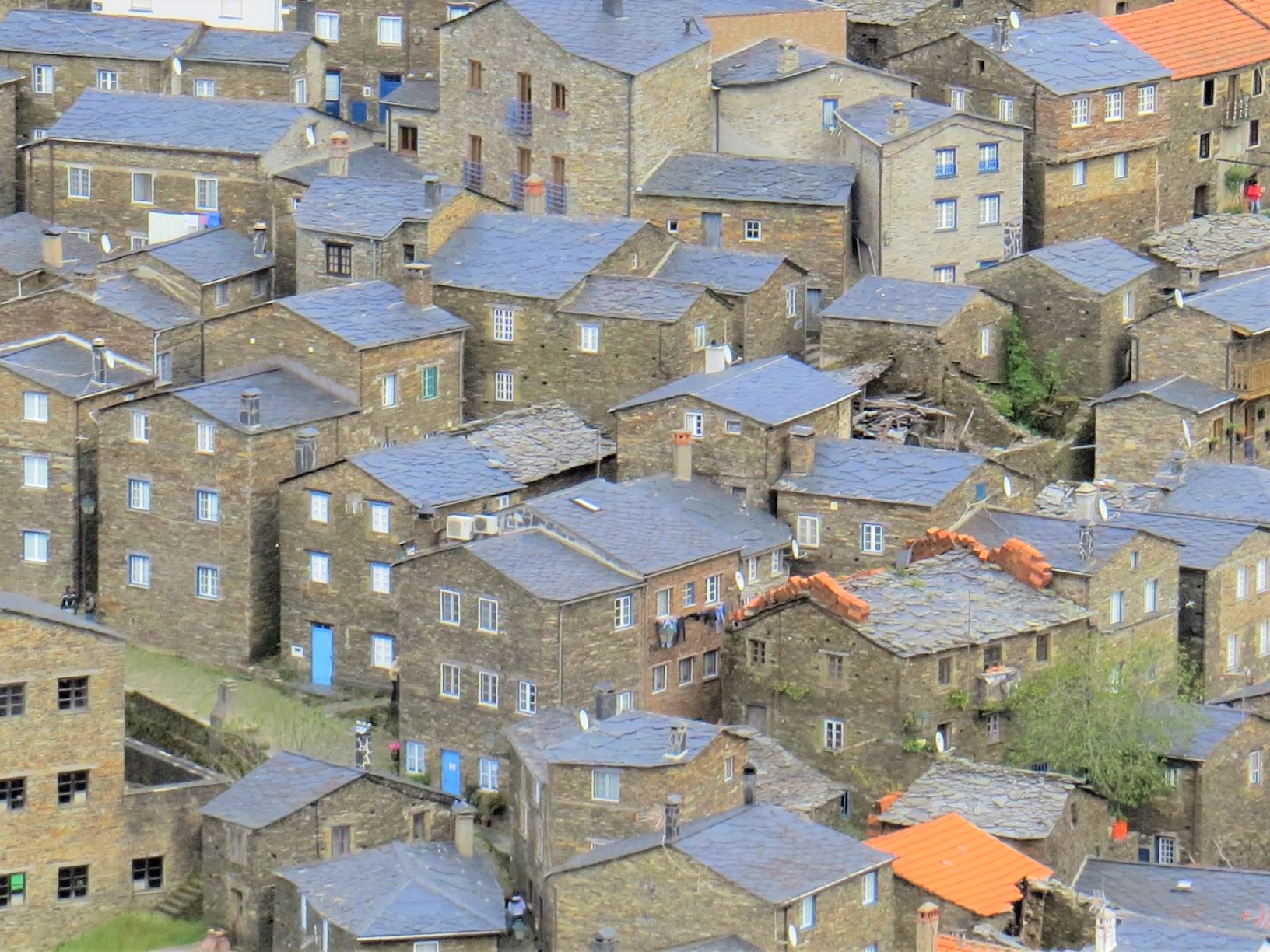 結晶片岩で作られた美しい村
