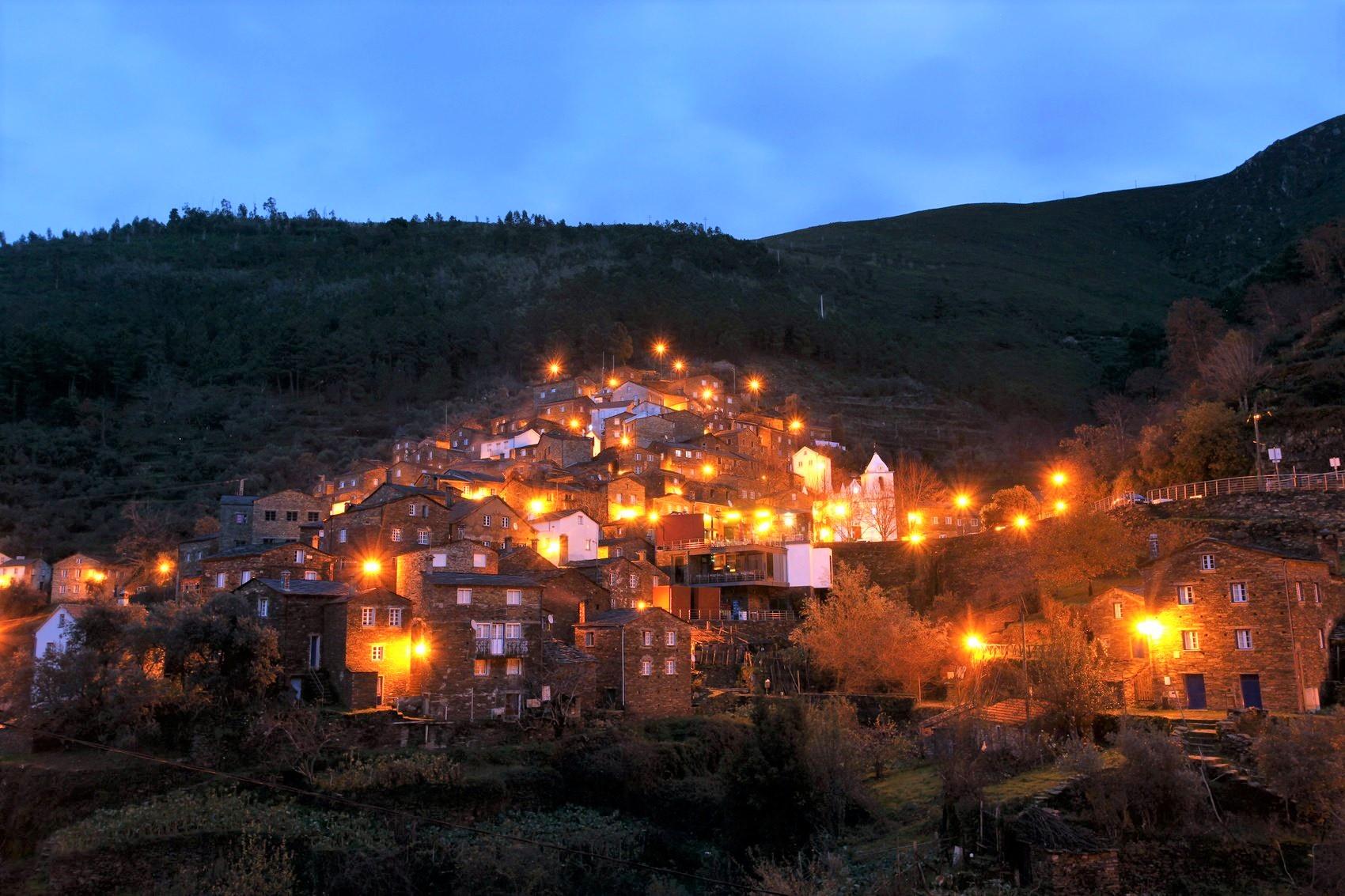 美しいピオダン村の夜景