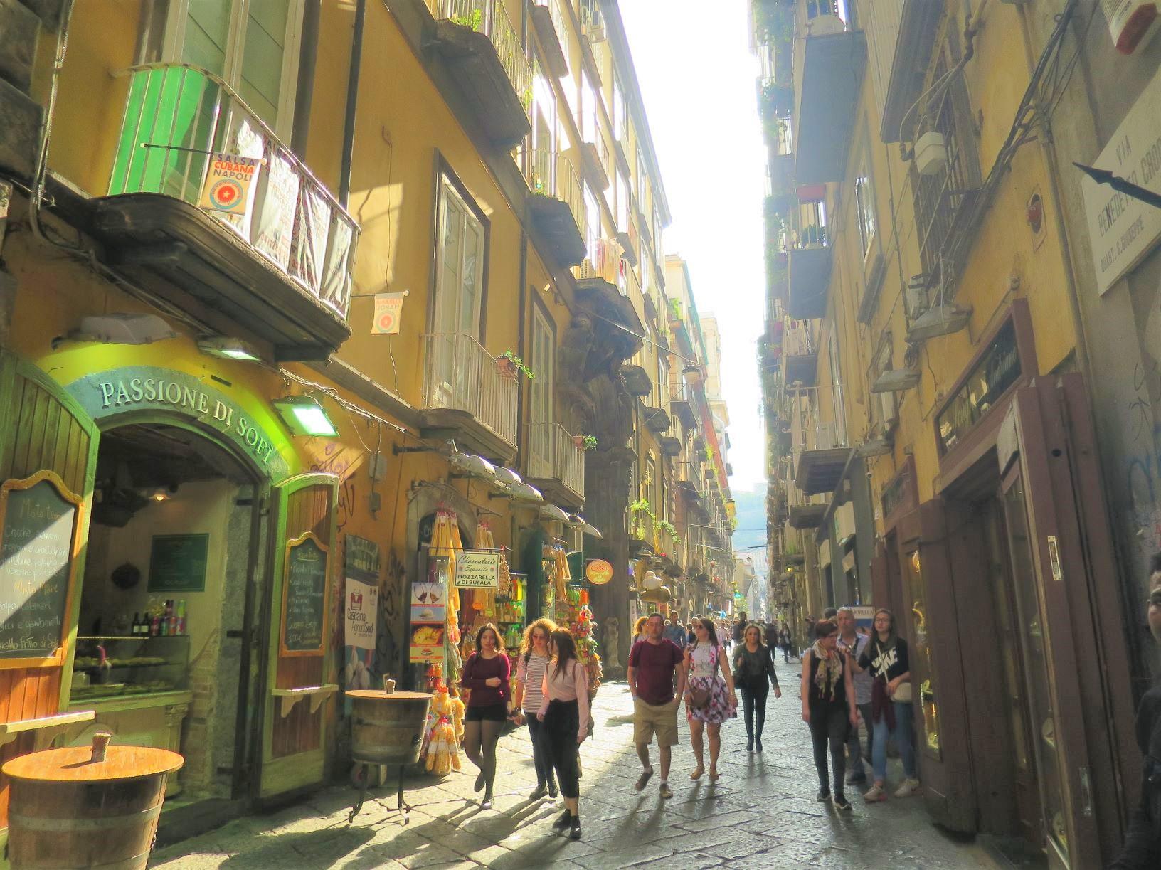 ナポリの下町、旧市街を歩く(6日目)
