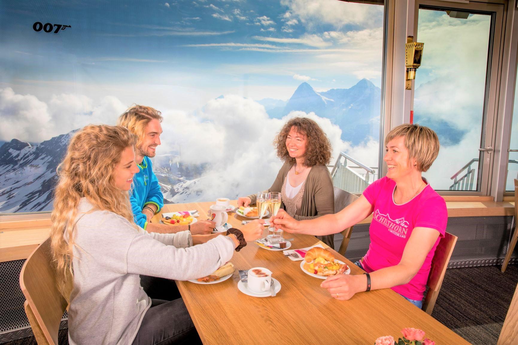 シルトホルン展望台の優雅な朝食(4日目)