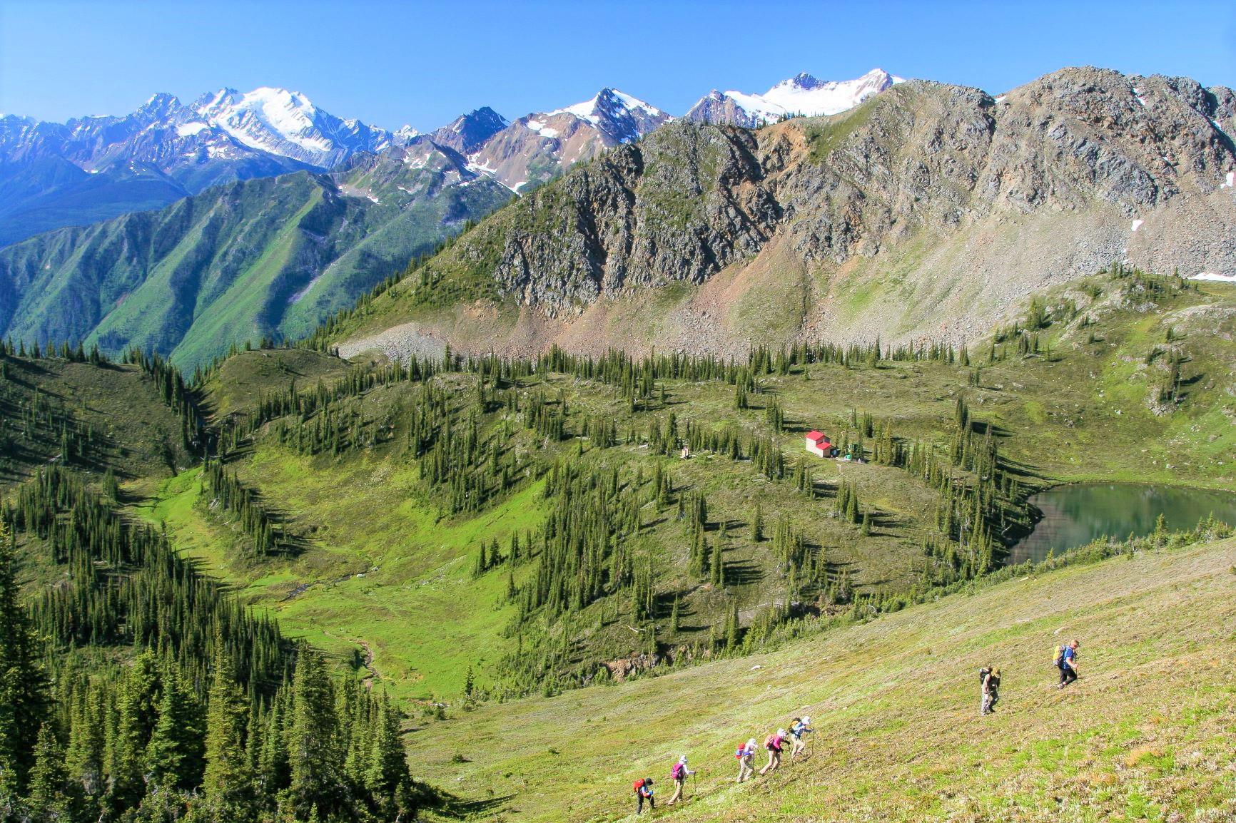 山小屋から山小屋をつなぐ変化に富んだルートを歩く