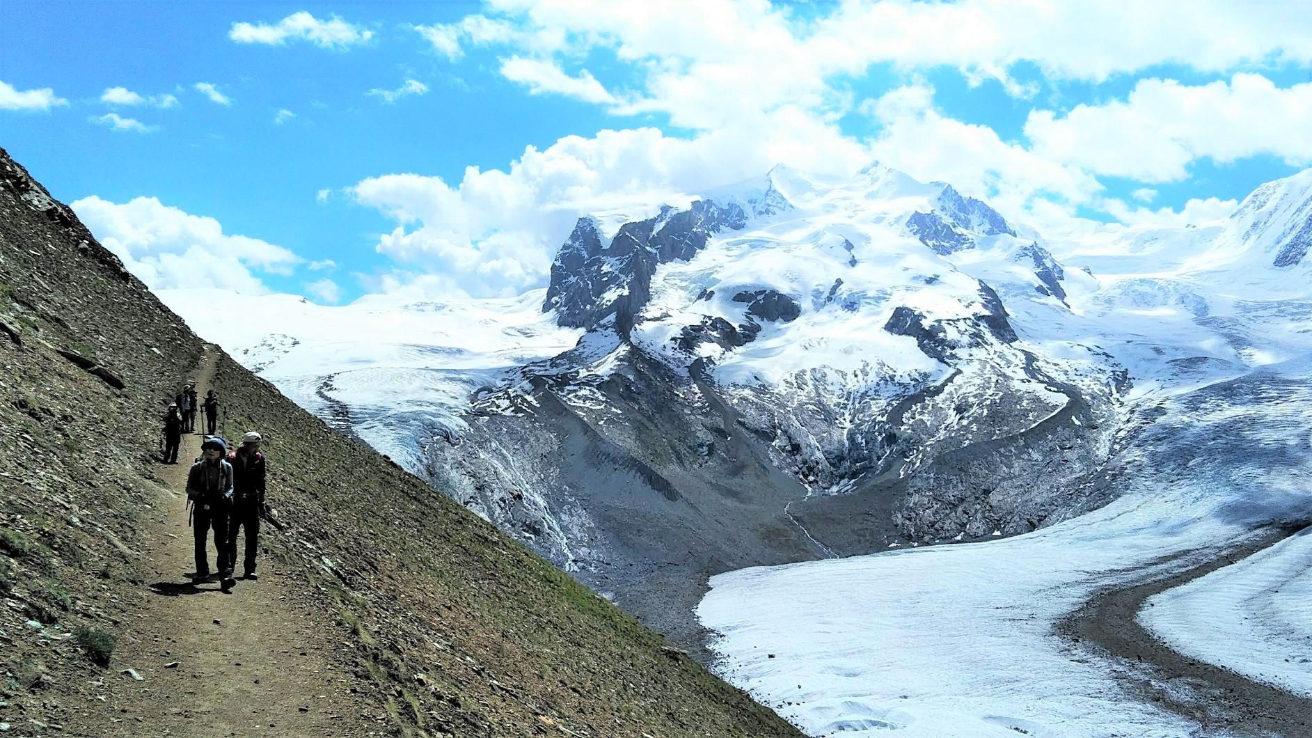 雄大なゴルナー氷河を望む(8日目)