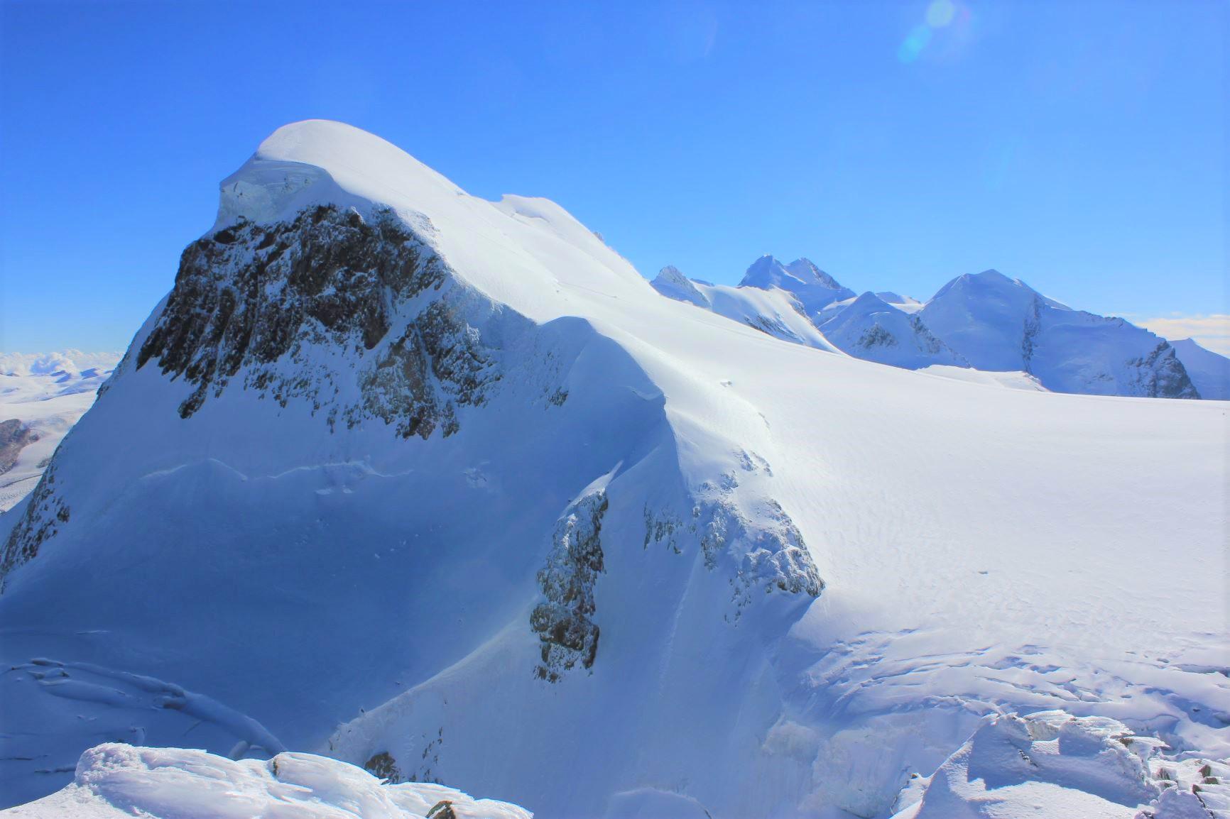 一年中雪をまとうブライトホルン