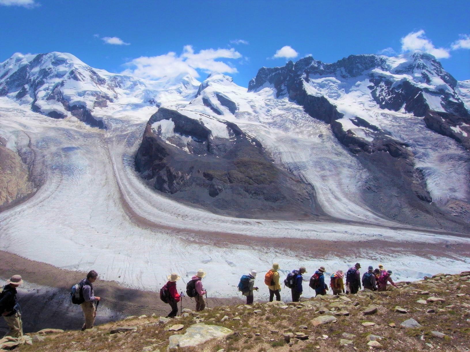 優美に流れるゴルナー氷河とブライトホルン(右)を望む(3日目)