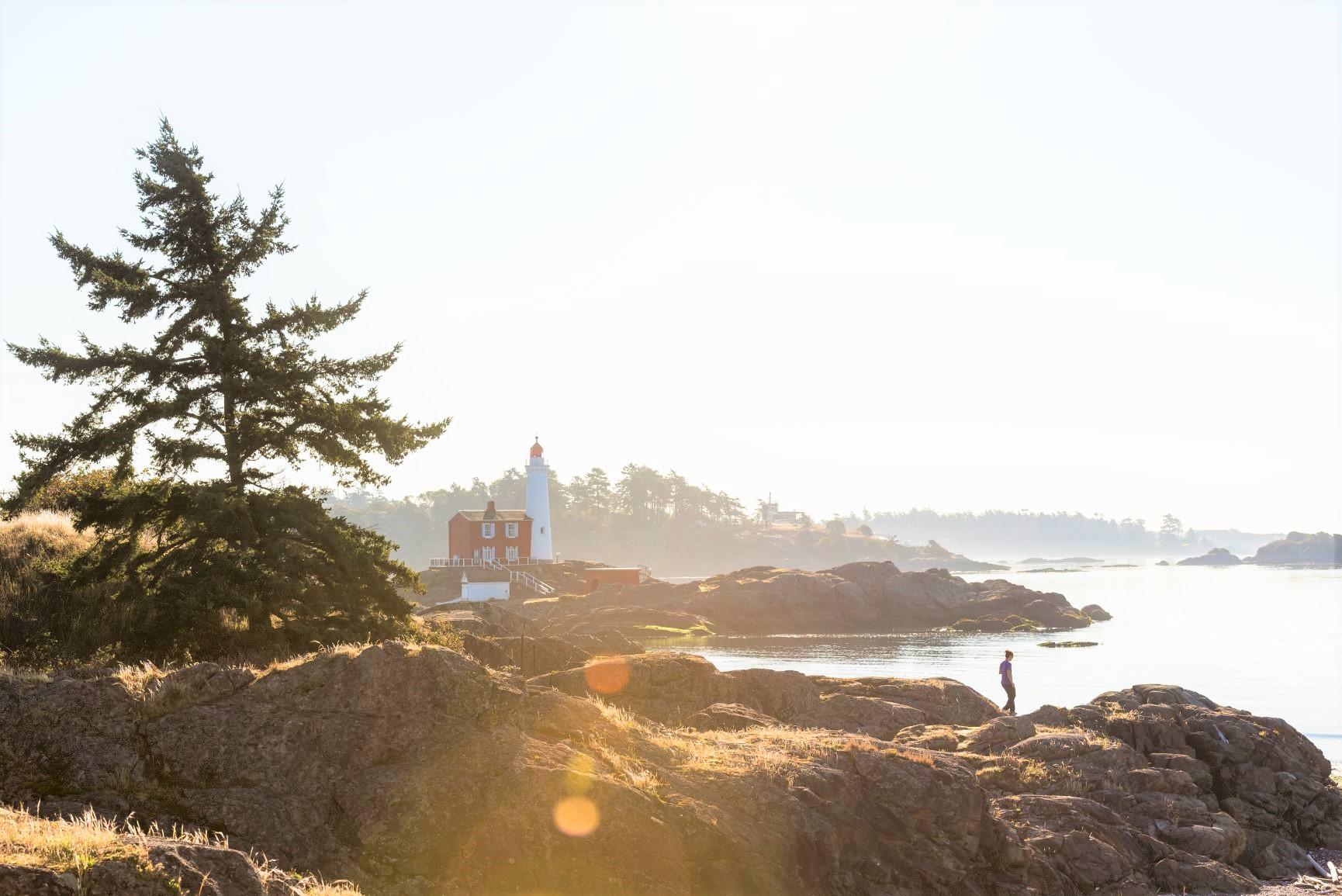 ビクトリア近郊の海沿いでハイキングを楽しむ(8日目) ⒸDestination BC Reuben Krabbe