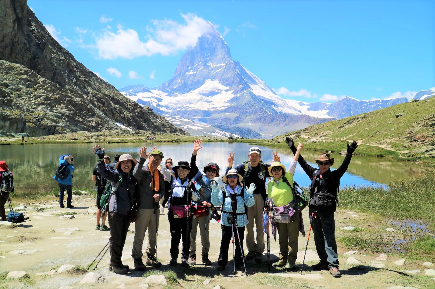 山上のリッフェル湖を望むハイキングへ(3日目)