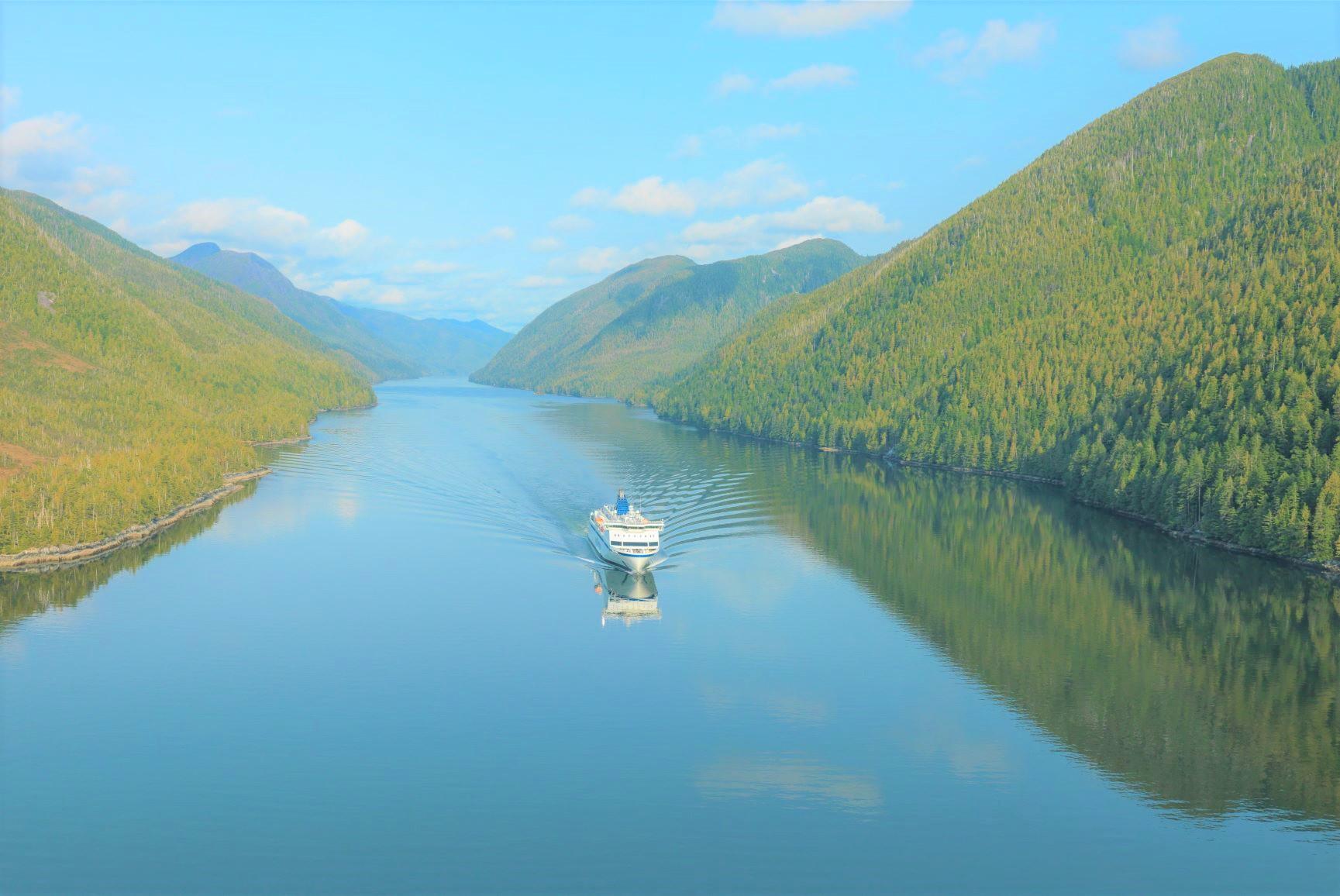ハイダ・グワイからバンクーバー島までインサイド・パッセージの船旅を楽しむ