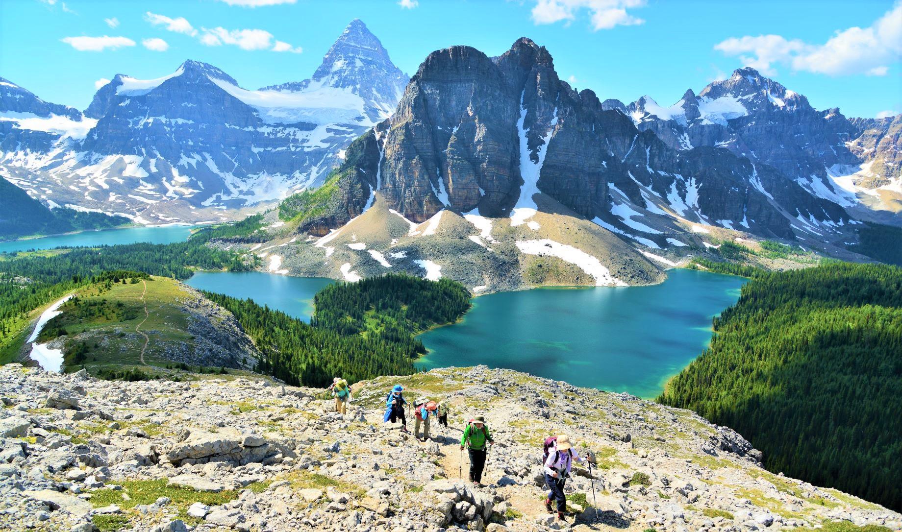 秀峰Mt.アシニボインの麓にテントを張り、日帰りハイキングへ