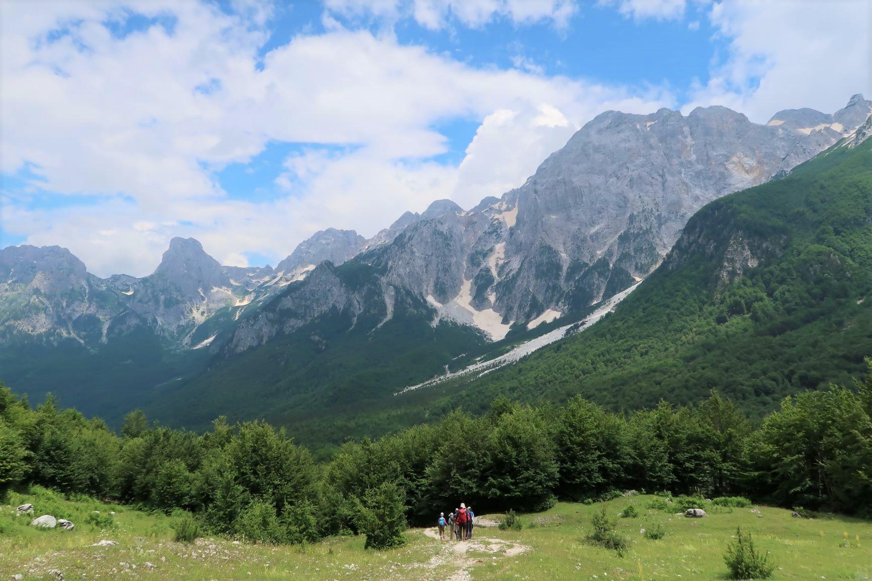 美しいU字谷のヴァルボナ谷をハイキング(4日目)