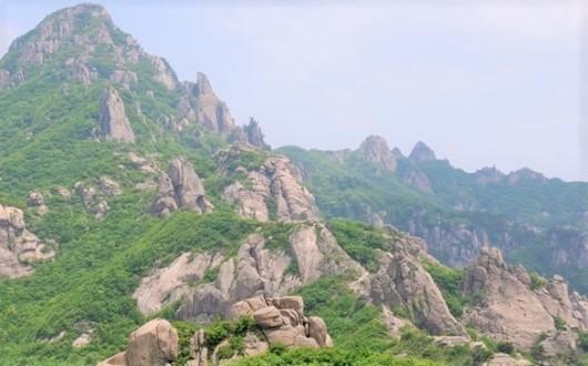 月出山(ウォルチュルサン)の最高峰・天皇峰(813m)へ(2日目)