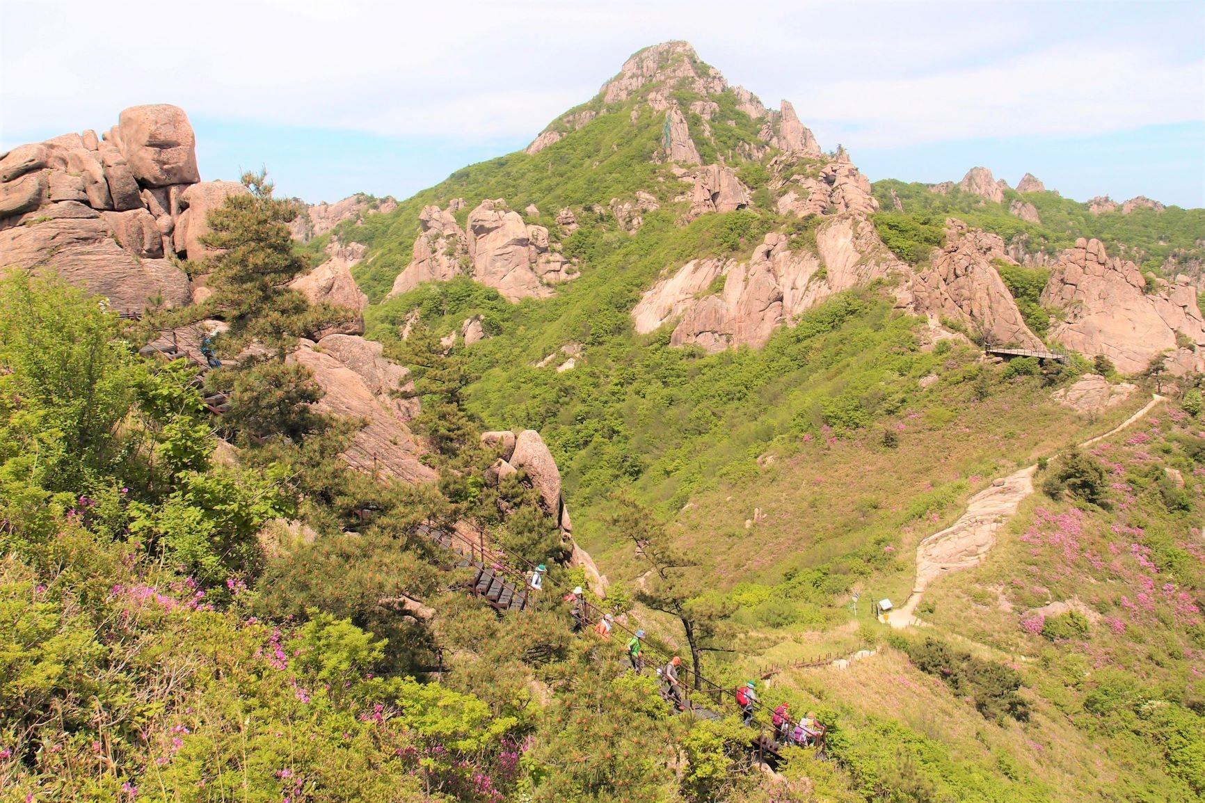 聳える月出山(ウォルチュルサン)の独特の景観(2日目)