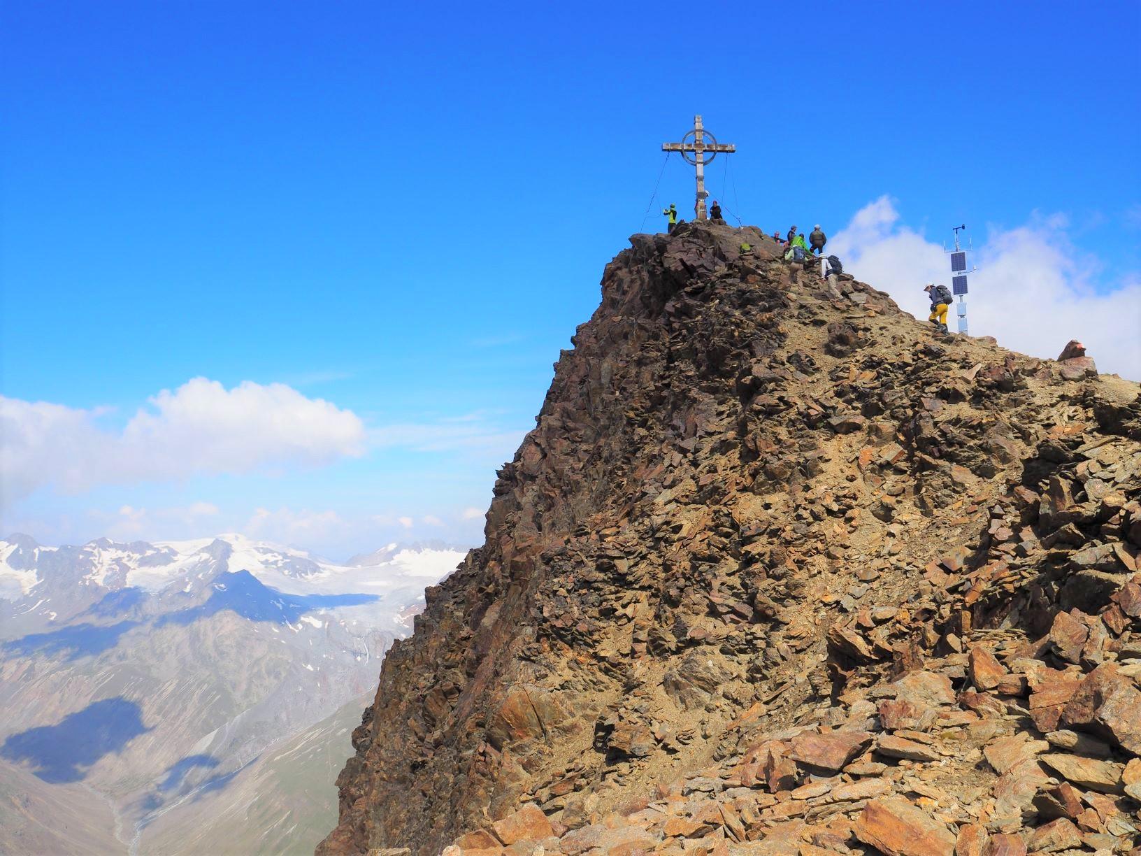 クロイツシュピッツェ(3,455m)山頂に向かって一歩一歩登る(4日目)