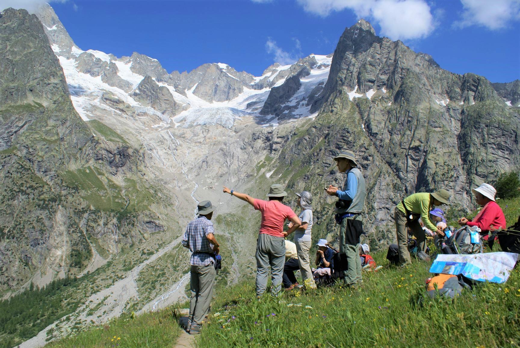プレ・デ・バル氷河を正面にイタリア・スイス国境のフェレのコルへ(6日目)