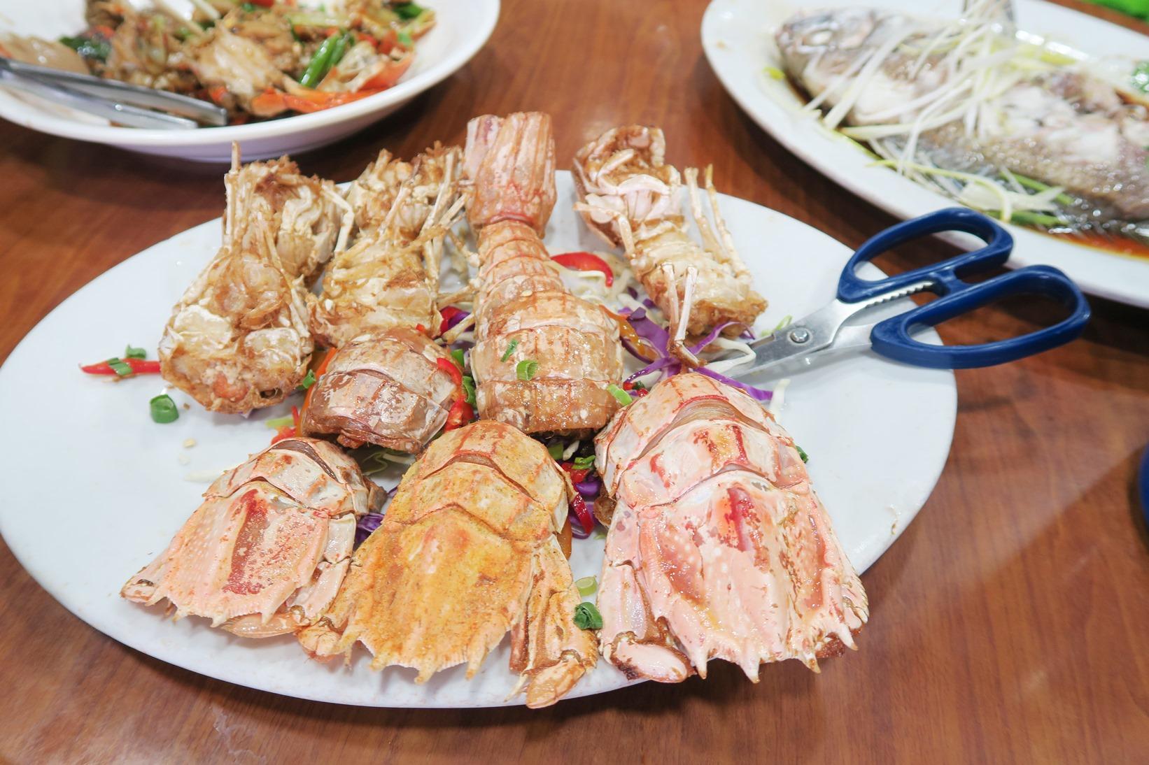 海鮮料理の一例(写真はシャコ)(2日目)