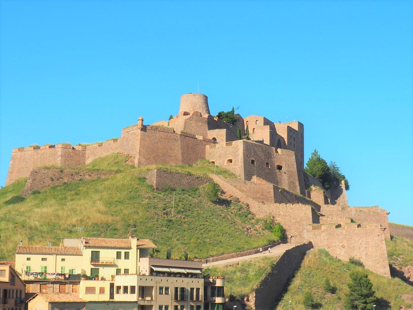 中世の城塞を利用したホテルのパラドール