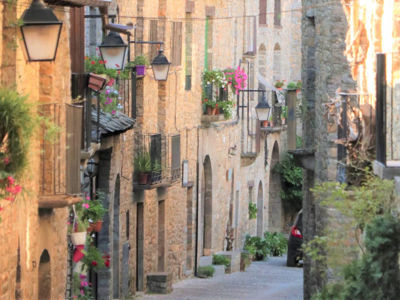 アインサの可愛らしい石造りの街並み