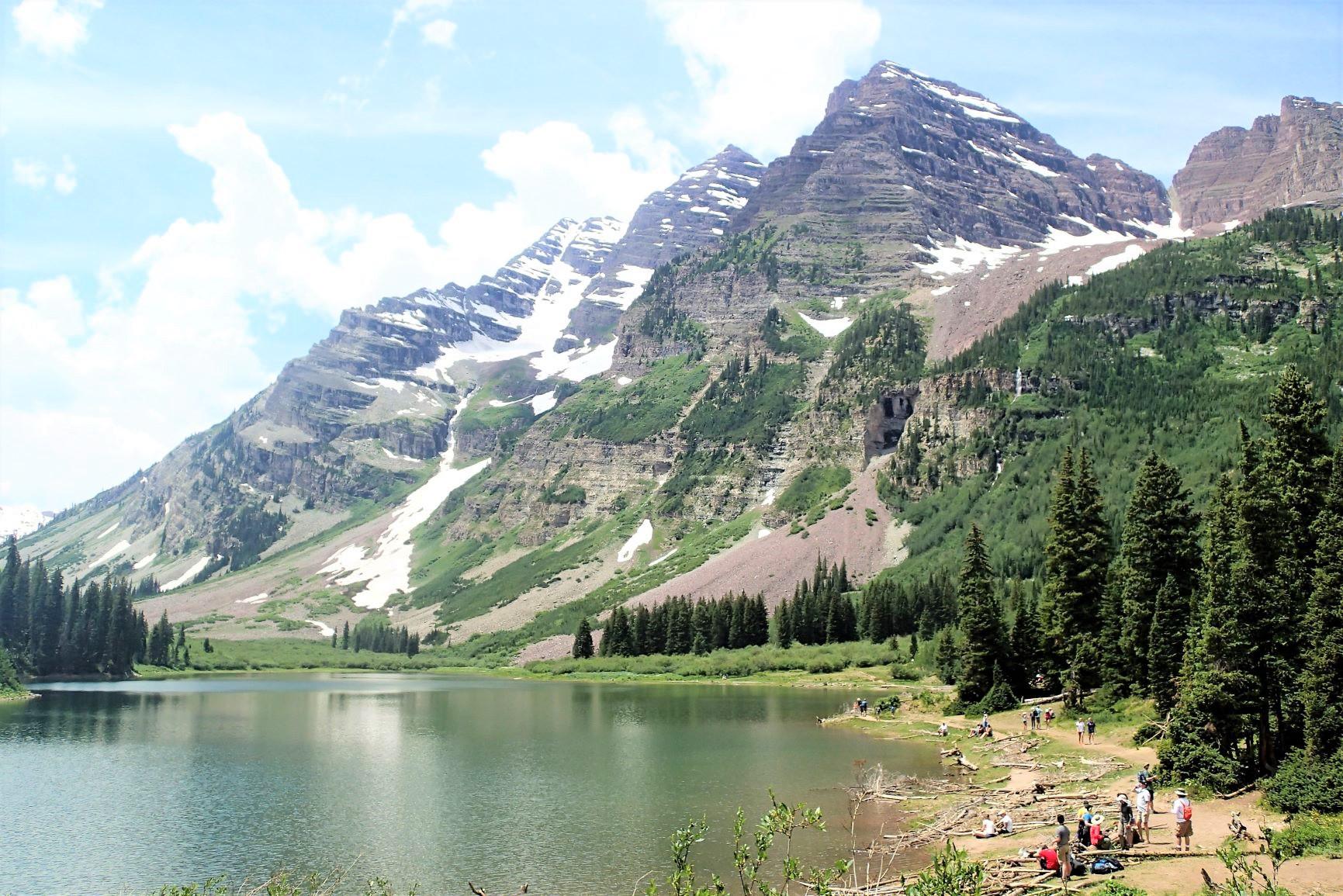 マルーンベル山をのぞむ山麓ハイキング(2日目)