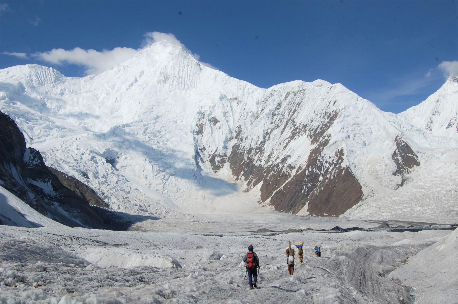 バルトロ氷河上部からのチョゴリザ(15日目)
