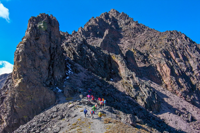 トルーカ山頂へ向けて岩峰をこえる