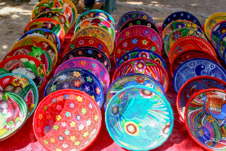 バザールで見つけたメキシコらしいカラフルなお皿