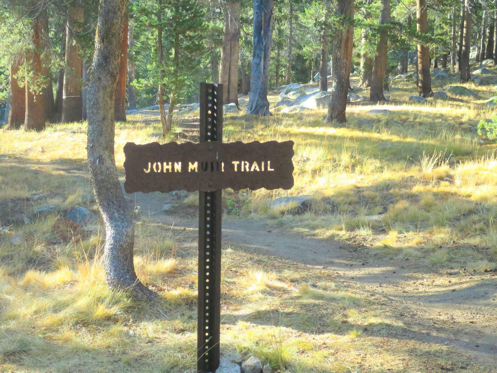 味のあるジョン・ミューア・トレイルの道標