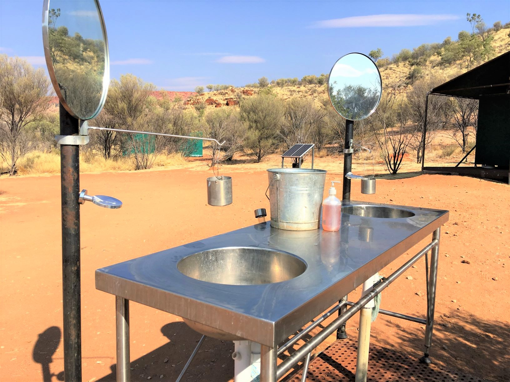 キャンプサイトの洗面台