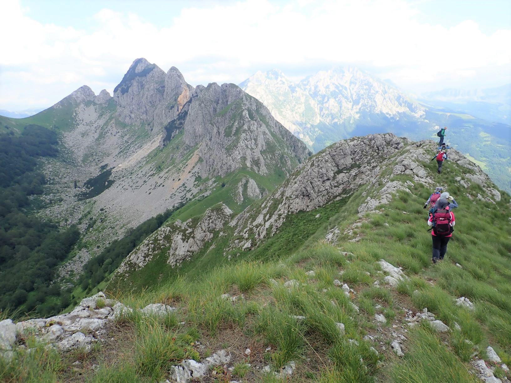 ウグリィシン峰からの下り、スーティツカ国立公園の山々を望む(5日目)
