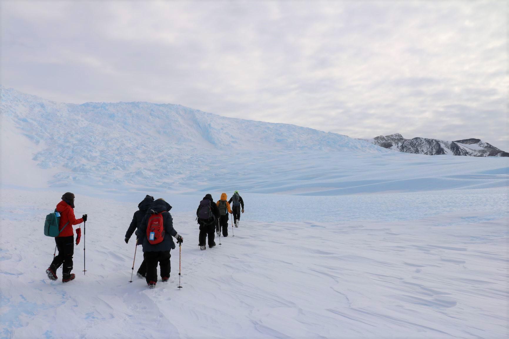 ユニオン・グレーシャー・ベースキャンプを起点にし、様々なハイキングを楽しむ
