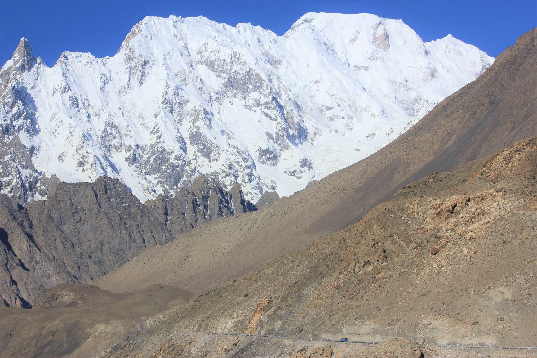 カラコルムハイウェイからのウルタル峰(7,388m)(5日目)
